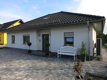 Moderne bungalows bei jena planen und bauen lassen for Bungalow planen